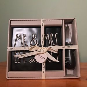 MR & MRS EST 2020 Rae Dunn cheese plate